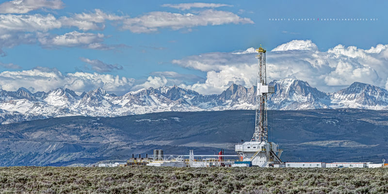 Wyoming, drilling rig, spring, mountains, Wind River Range, lateral gas well, natural gas, Unit Drilling, Unit Corp., Pinedale Anticline, natural gas, panorama, high resolution, oilfield art
