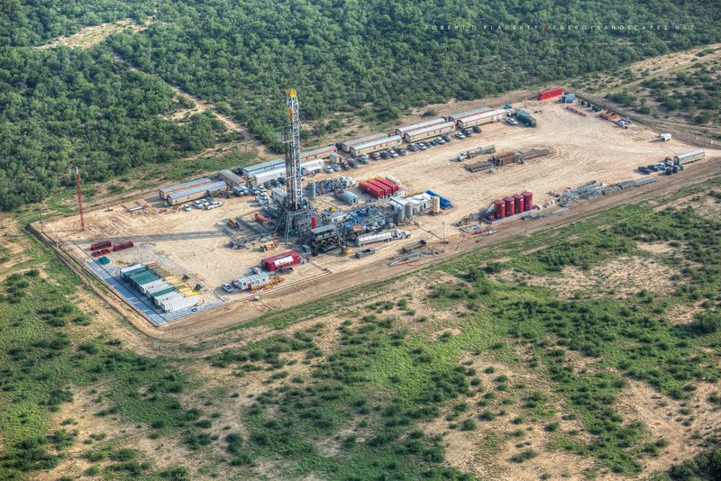 aerial photography, aerial oil & gas photography, aerial oilfield art, H&P Drilling, pad drilling, directional well, directional drilling, Eagle Ford, Texas, Kenyon Gyro, drilling rig