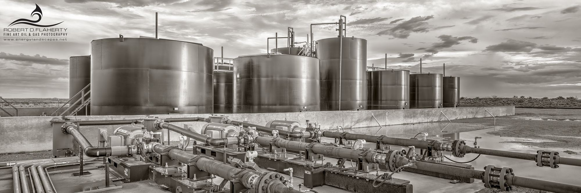 SWD, salt water disposal well, Texas, Delaware Basin, Permian Basin, high resolution, black & white photography, sepia, leather, decor, composite panorama, Baker Hughes, injection pumps, rain, midstre, photo