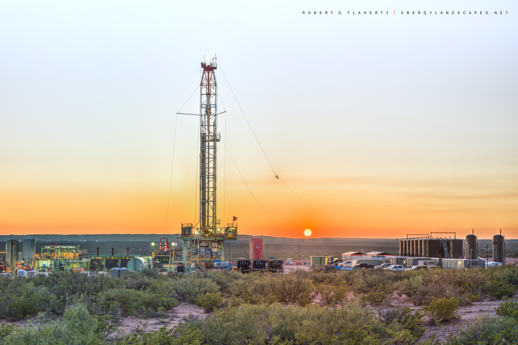Permian Basin, Delaware Basin, New Mexico, Malaga New Mexico, drilling rig, Marathon Oil, sunset, Guadalupe Pass, Mountains, October, Panorama , photo