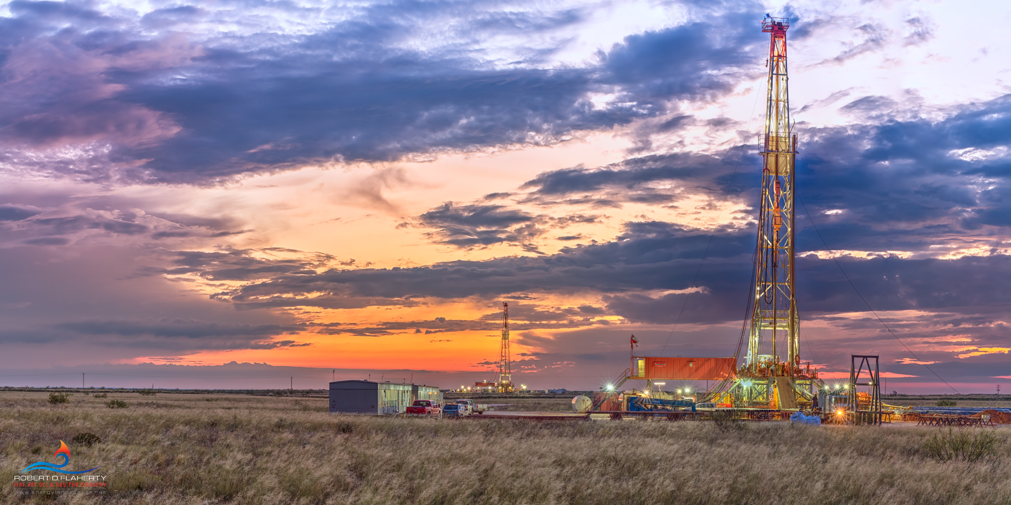 drilling rig, directional well, Robinson Drilling, high resolution, panorama, casing, oilfield casing, surface casing, Texas, San Andres, Permian Basin, sunset, Robinson rig 6, Robinson rig 3, photo