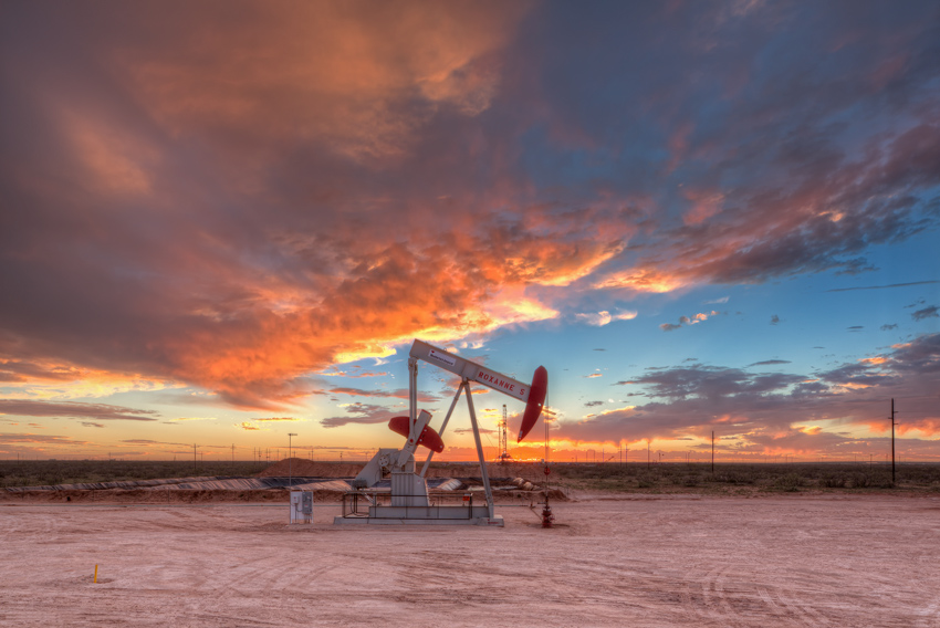 Oxy Permian, Roxanne, Andrews, Texas, oil and gas photography, H&P Drilling, H&P Drilling rig 393, sunset, University La, photo
