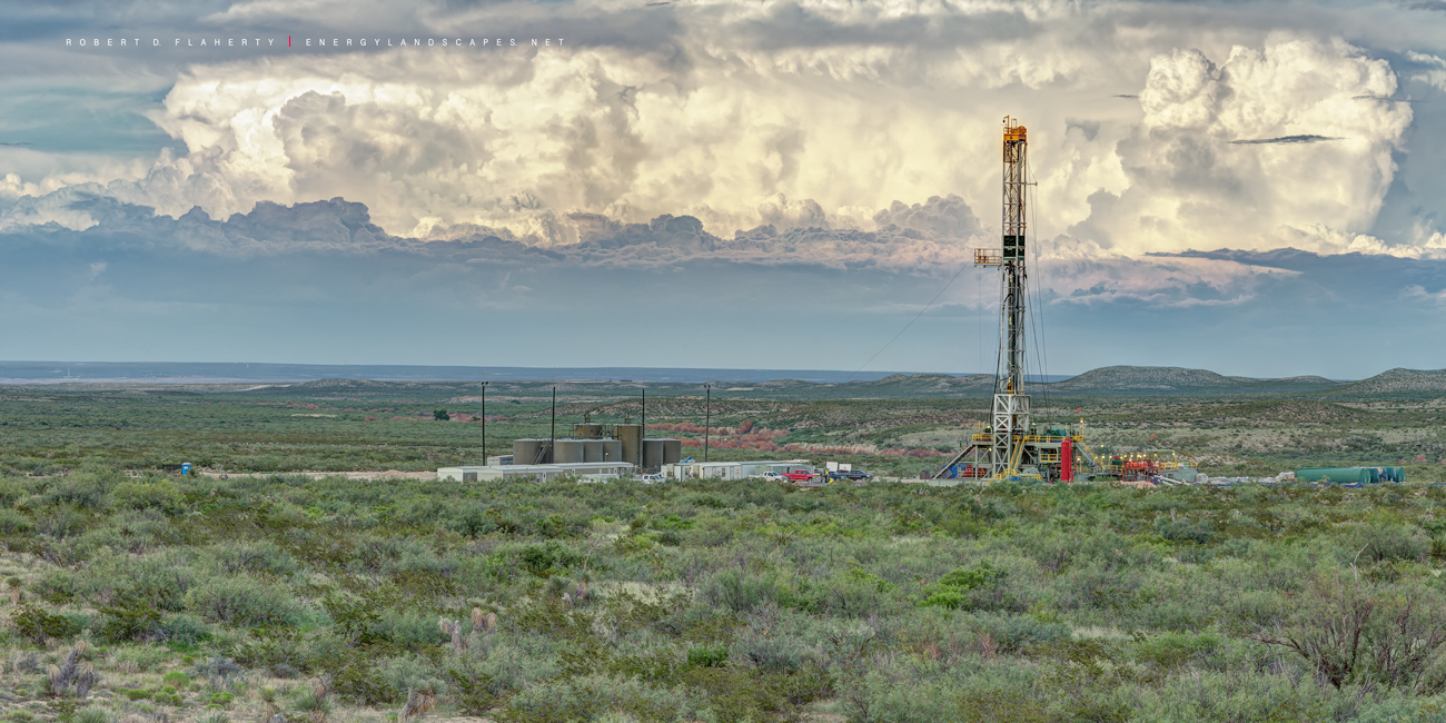 drilling rig, Cactus rig 148, Delaware Basin, Permian Basin, New Mexico, Texas, panorama, high resolution, lateral gas well, Thunderstorm, mountains, photo